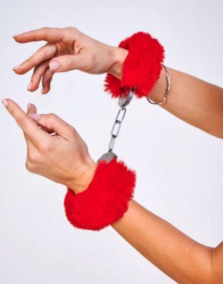 Шикарные наручники с пушистым красным мехом (Be Mine)